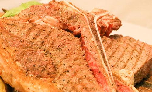 牛ボーンステーキ